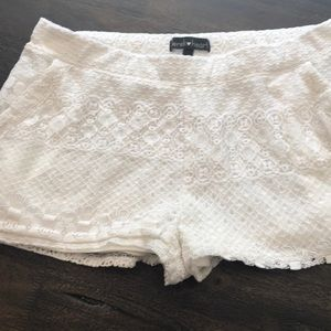 Super cute lace shorts!! 😱😍
